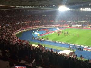 Das österreichische Nationalteam besiegt Russland mit 1:0 und jubelt mit den Fans.